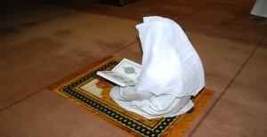 Praying_The_Holy_Quran_by_billax