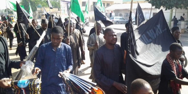 Mass trek of people to Muharram Majalis in Bauchi, Nigeria + Pics