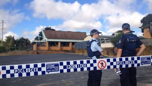 The photo shows Australian police officers standing outside the mosque in Toowoomba.