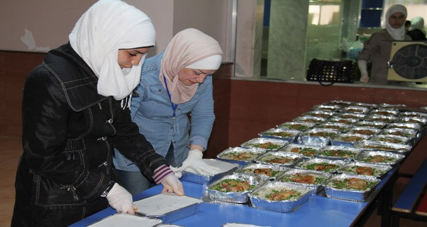 Photos: Initiative to feed daily 30 thousand displaced people during Ramadan in Syria