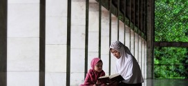 God honors those who honor Qur'an