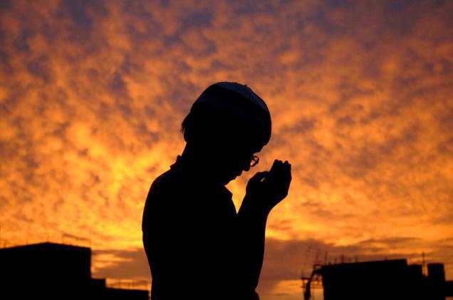 sMuslim-praying